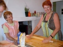 Rome_cooking_classes_in_the_kitchen_w_Lucia